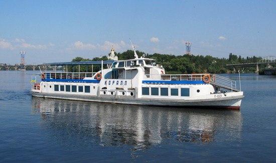Теплоход Коралл в Днепропетровске (1)