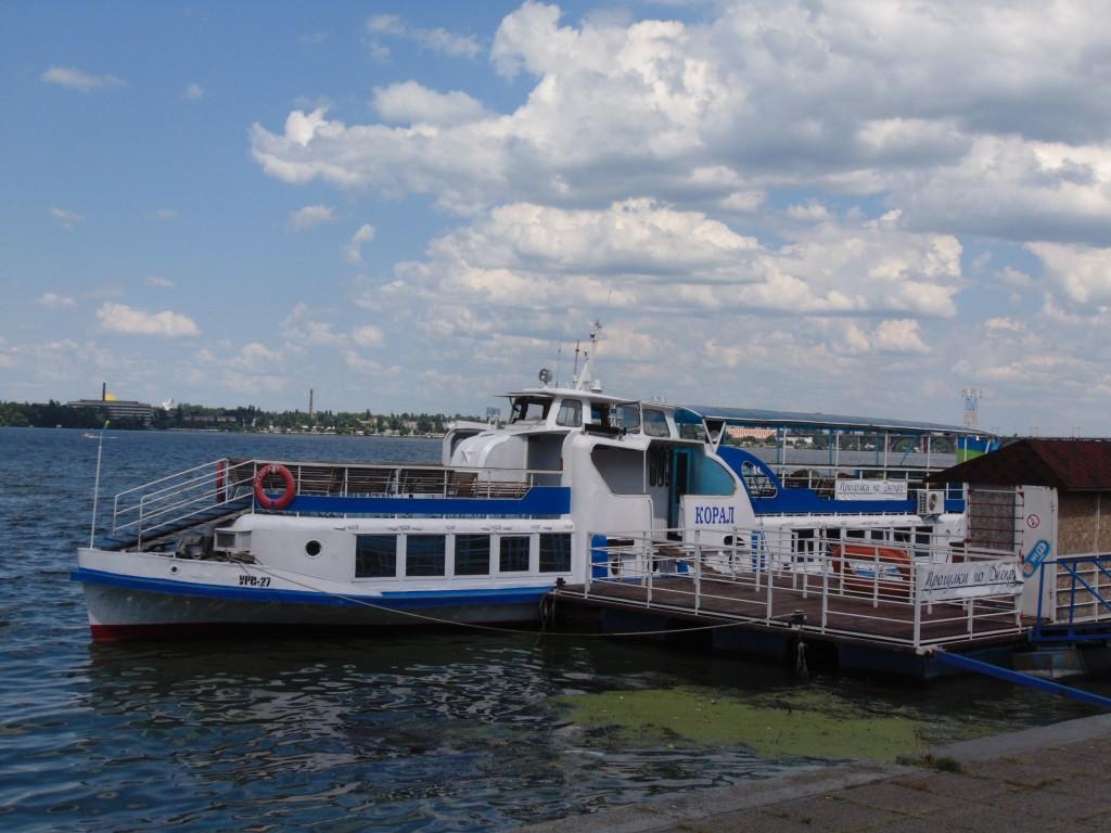 Теплоход Коралл в Днепропетровске (2)